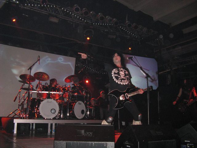 wasp-concert-in-moscow-2010-milk_5